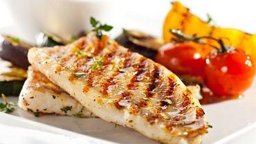Wywołujący chorobę pasożyt trafia do organizmu człowieka wraz z nieprawidłowo przygotowanym pożywieniem m.in. z rybami