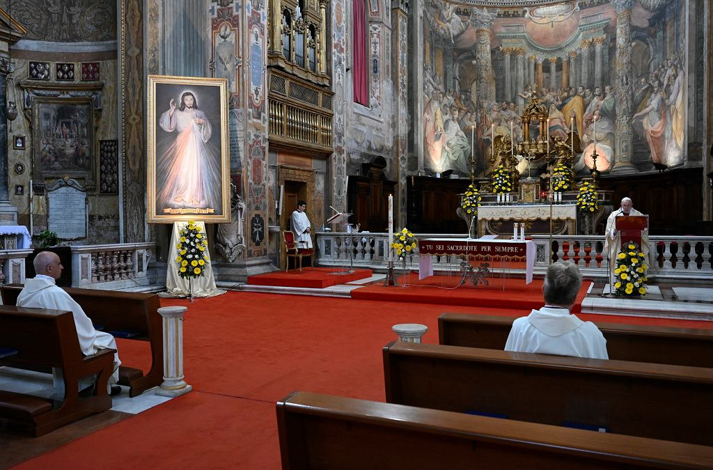 Koronawirus we Włoszech - msza święta w czasie pandemii (zdjęcie ilustracyjne)