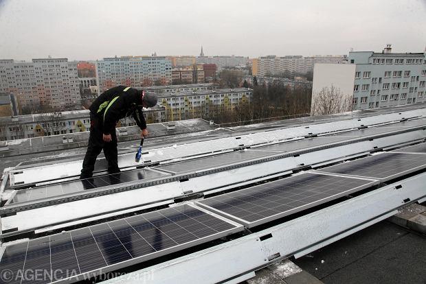 Elektrownia słoneczna na dachu bloku przy ul. Sanockiej we Wrocławiu (Spółdzielnia Mieszkaniowa Wrocław-Południe)