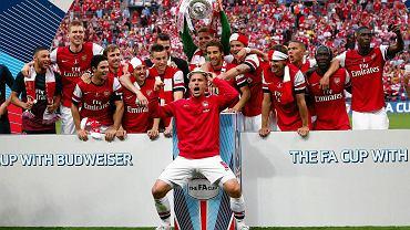 To było długie dziewięć lat, ale w końcu się udało! Arsenal zdobył Puchar Anglii i przerwał trwającą blisko dziewięć lat posuchę. Przyjrzyjmy się jak wiele wydarzyło się w świecie piłki (i nie tylko) w międzyczasie...