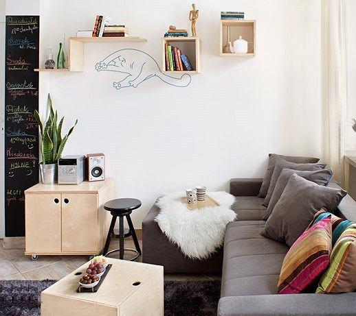 Sztuczna owcza skóra pięknie zaprezentuje się na kanapie w salonie