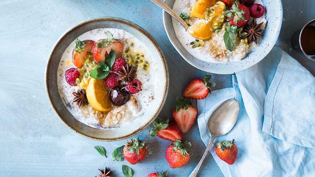 """Cztery """"zdrowe"""" śniadania, które rujnują nasz metabolizm i dietę"""
