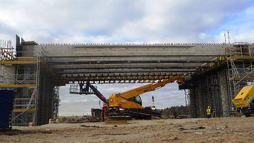Aktualne prace przy budowie drogi S5 nieopodal wielkiego węzła Aleksandrowo na północ od Bydgoszczy