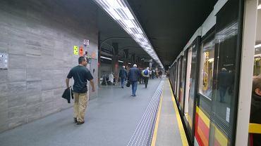 Metro Ratusz Arsenał