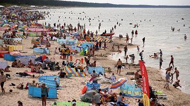 'Po modzie na brzydotę czas pogadać o modzie na bycie syfiarzem na plaży'. Blogerka o irytującym zachowaniu nad polskim morzem (zdjęcie ilustracyjne)