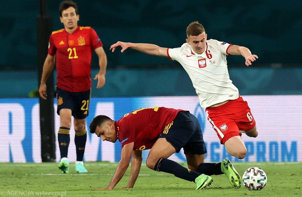 Kacper Kozłowski, najmłodszy piłkarz w historii mistrzostw Europy, podczas meczu Hiszpania - Polska