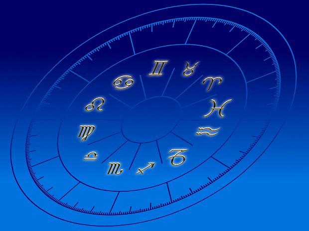 Horoskop dzienny na 7 sierpnia. Jaki los przewidują dla nas gwiazdy? Co tym razem wydarzy się w naszym życiu na polu prywatnym, miłosnym, zawodowym i finansowym? Znajdź swój znak zodiaku i przeczytaj horoskop, aby poznać swoją najbliższą przyszłość.