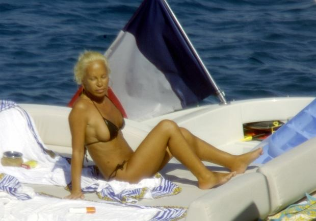 SAINT TROPEZ LE 05/08/2005  ******NO CREDIT******  DONATELLA VERSACE  ON HOLIDAY ON A BOAT IN SAINT TROPEZ, SOUTHERN FRANCE.