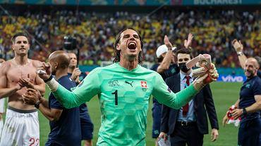 L'international suisse Yann Sommer célèbre après avoir défendu le penalty de Kylian Mbappe pour l'Euro 2020.