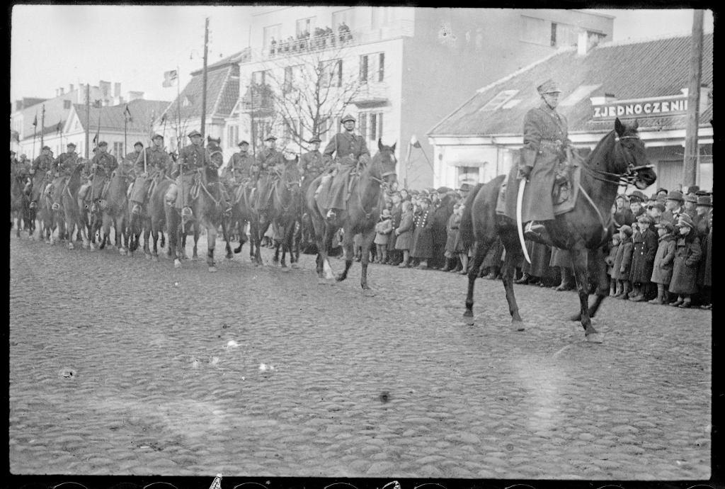 Białystok. Święto Niepodległości, 11 listopada 1938 roku. Defilada na Rynku Kościuszki