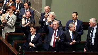 Premier Beata Szydło i ministrowie podczas głosowania nad reformą emerytalną i zmianą wieku emerytalnego