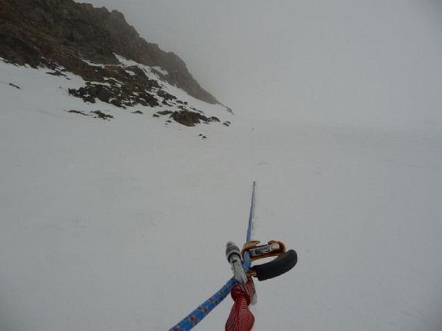 Mgliste warunki z drogi do obozu I na K2