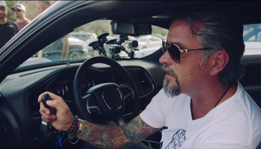 Richard Rawlings i Dodge Challenger