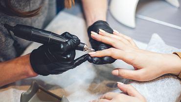 Jaka frezarka do paznokci będzie najlepsza? Dobór odpowiedniego urządzenia jest bardzo ważny. Zdjęcie ilustracyjne