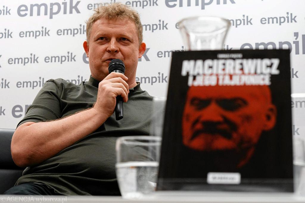 Tomasz Piątek, podczas spotkania z czytelnikami w Empiku w Poznaniu.