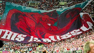 Ogromna flaga, którą rozwinęli rosyjscy kibice na meczu Polska - Rosja