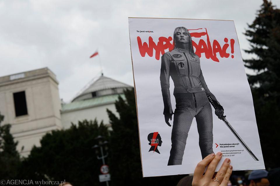 /Protest Strajku Kobiet przed Sejmem w Warszawie