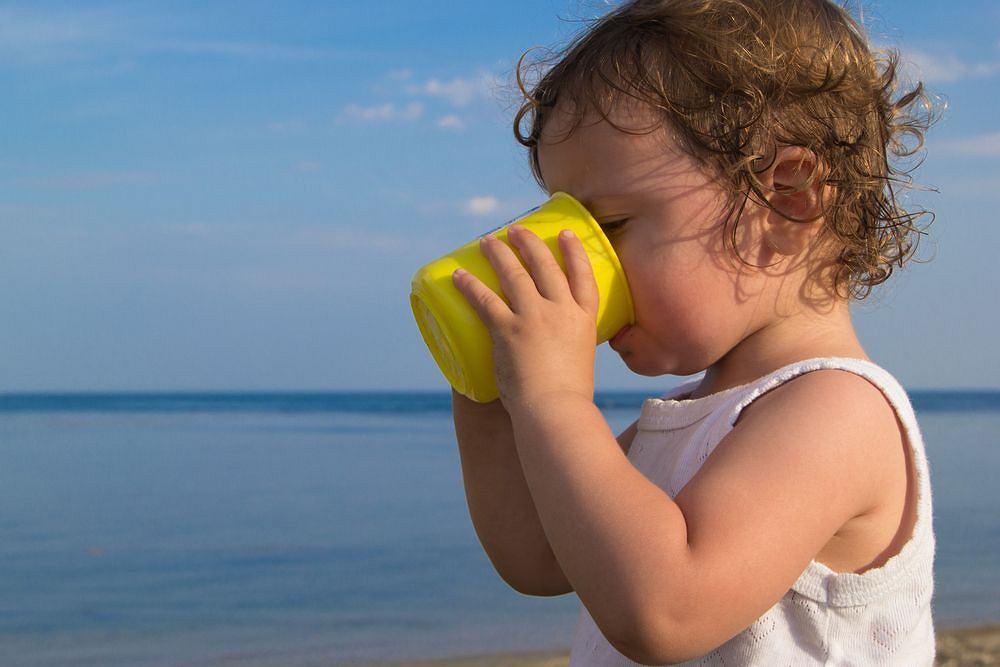 Pamiętaj, że zapotrzebowanie na płyny zmienia się choćby ze względu na warunki pogodowe czy aktywność fizyczną