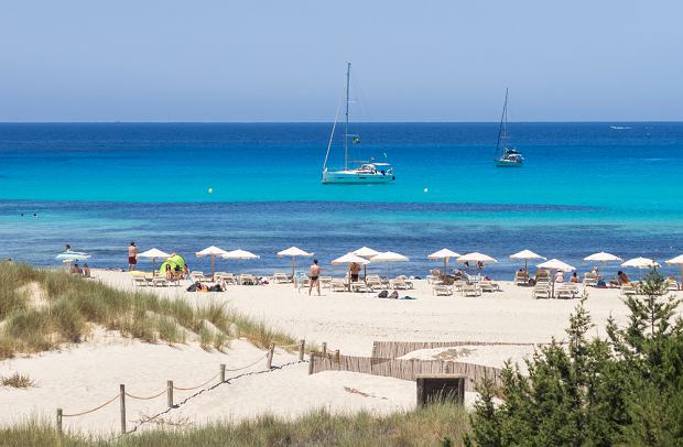 Wyspa może pochwalić się pięknymi, piaszczystymi plażami