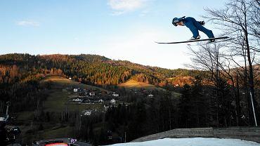 Kamil Stoch podczas konkursu skoków narciarskich w ramach Pucharu Świata w Wiśle