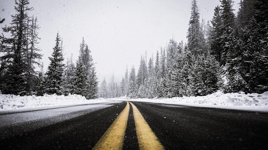 Ślisko i śnieg. Kiedy możemy liczyć na poprawę pogody?