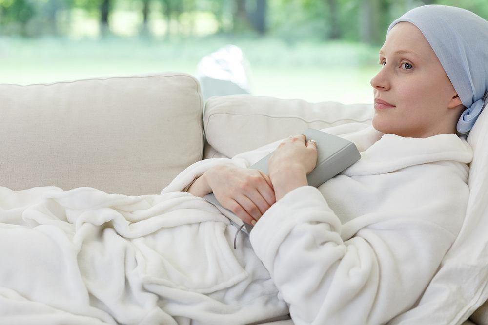 Przełom w leczeniu raka jajnika: połączenie dwóch leków zmniejsza guza u połowy pacjentek z zaawansowaną postacią choroby