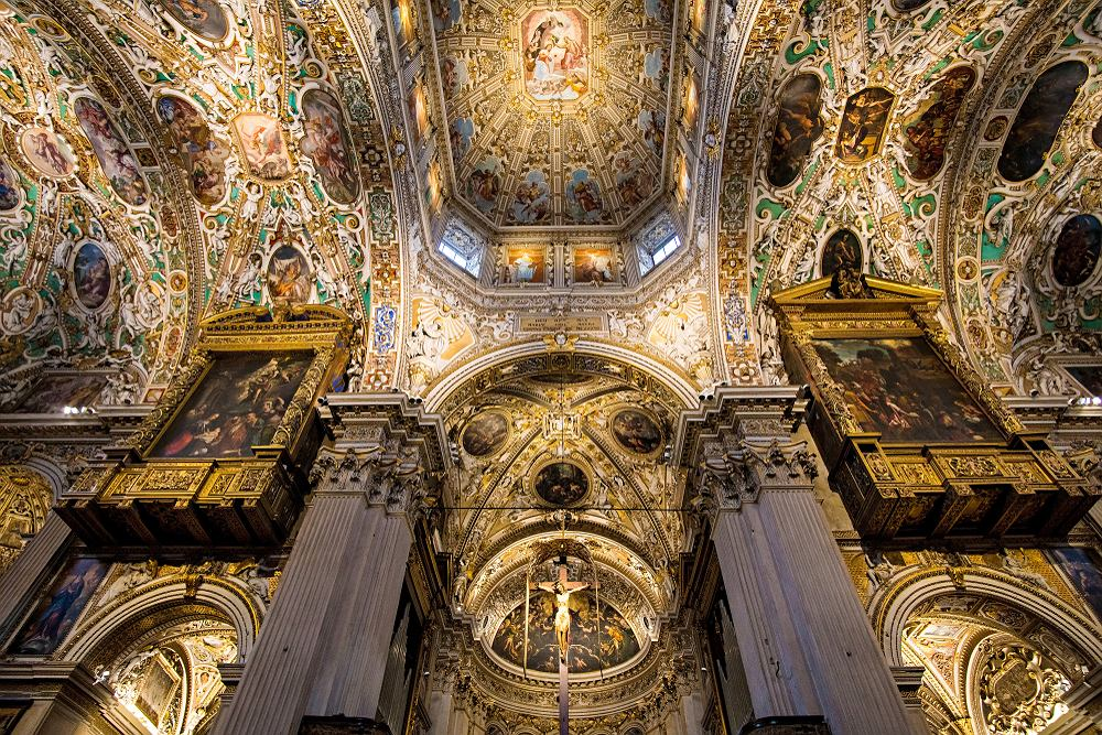 Pięknie zdobione wnętrze bazyliki Santa Maria Maggiore