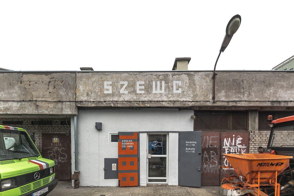 Szewc Z Gdanska Ma Nowy Szyld Internauci Ruszyli Z Pomoca