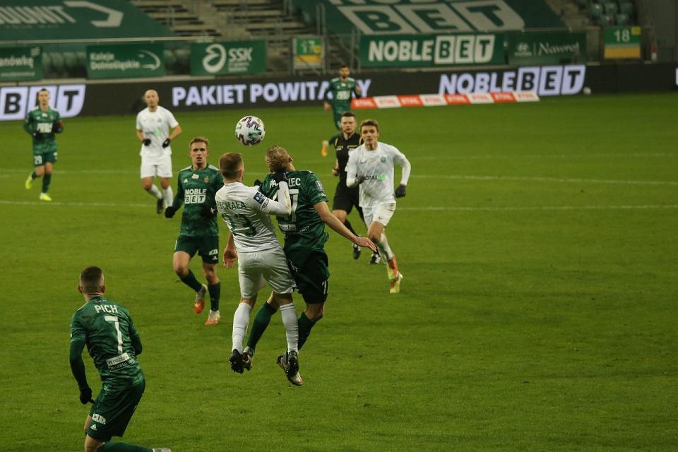 Zdjęcie numer 2 w galerii - Nerwowy mecz we Wrocławiu. Po dramatycznej końcówce Śląsk wygrał z Wartą i awansował w tabeli