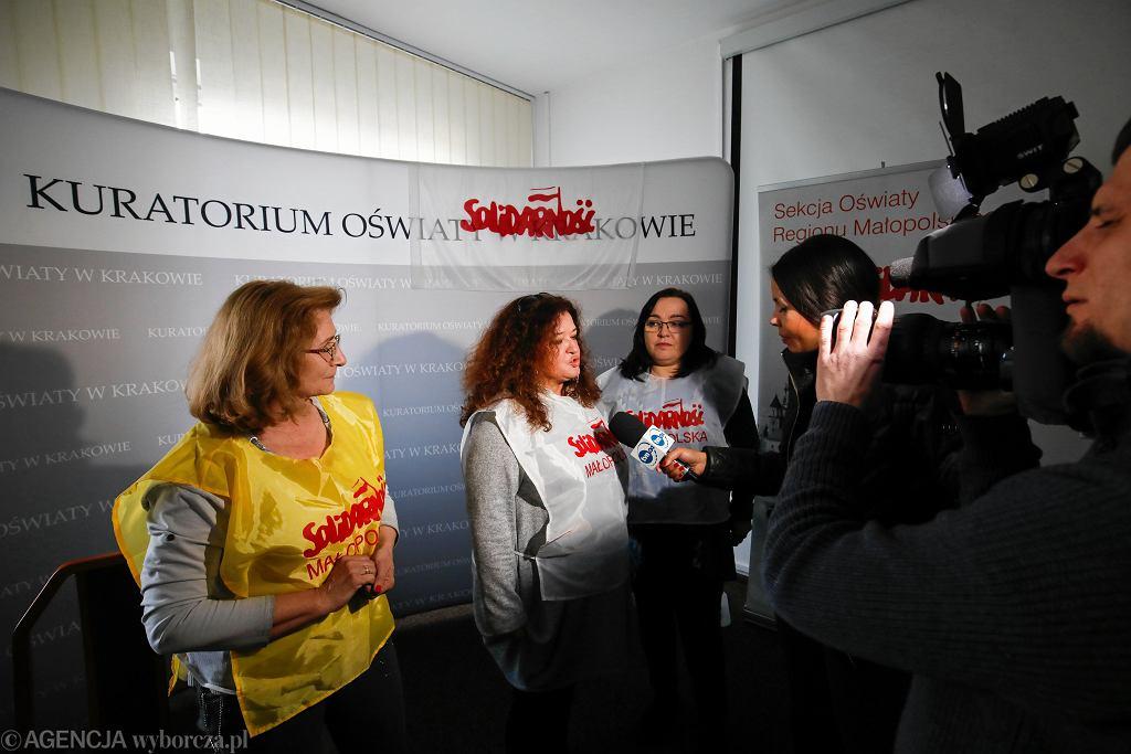 Związkowcy z Małopolskiej 'Solidarności' podczas protestu w siedzibie Kuratorium. Kraków, 11 marca 2019