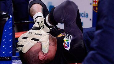 Victor Valdes, który zapowiedział, że po tym sezonie odchodzi z Barcelony, pod koniec zerwał więzadła krzyżowe w kolanie. Nie zagra przez przynajmniej siedem miesięcy