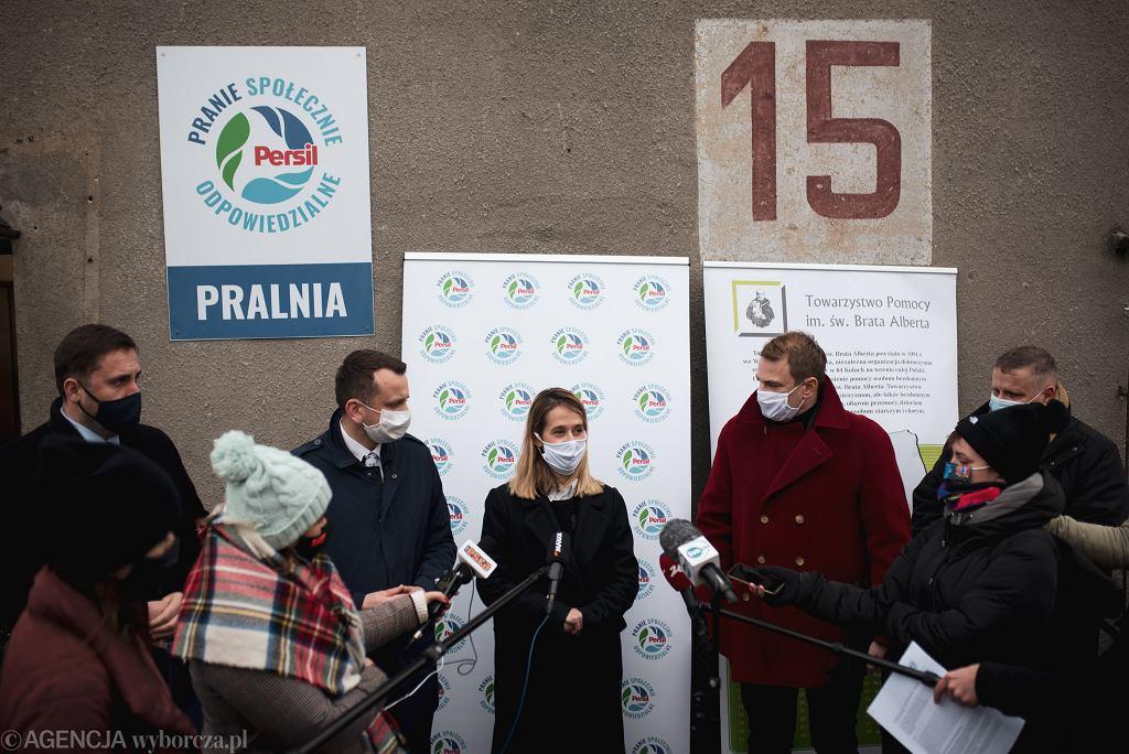 Wiceprezydent Gdańska Piotr Borawski podczas otwarcia pierwszej w Polsce Pralni Społecznie Odpowiedzialnej