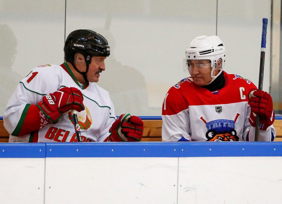 Alaksandr Łukaszenka i Władimir Putin na lodowisku w Soczi, 7 lutego 2020.