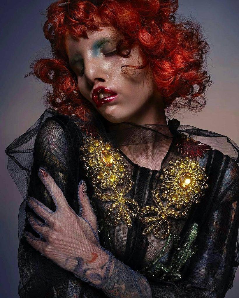 Modelka z rzadką chorobą genetyczną, Caitin Stickels w sesji dla 'V Magazine' w obiektywie Nicka Knighta