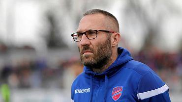 Trener Marek Papszun ma o czym myśleć. Prowadzony przez niego Raków Częstochowa przegrał mecz otwierający sezon