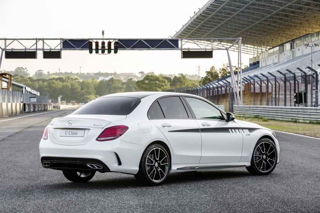 Mercedes C450 AMG Sport z zestawem akcesoriów
