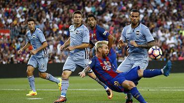 FC Barcelona - Sampdoria Genua 3:2. Lionel Messi, w tle Karol Linetty