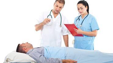 Sposób leczenia raka jąder zależy przede wszystkim od stopnia zaawansowania choroby. W większości przypadków konieczna jest interwencja chirurga