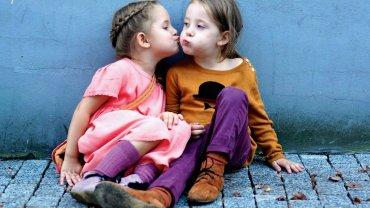 4,5-letnie bliźniaki Vivienne i Olivie