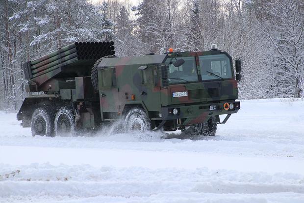 Najpopularniejszy rodzaj wieloprowadnicowej wyrzutni rakiet. W tym wypadku polski system Langusta bazujący na radzieckim systemie Grad. Kaliber rakiet cztery razy mniejszy niż w północnokoreańskich 'superdużych' wyrzutniach