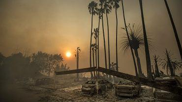 Zniszczenia po pożarach w Kalifornii
