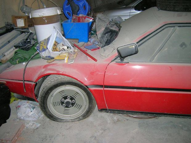 Stan znaleziska nie rokował zbyt dobrze. Ostatecznie BMW M1 zostało sprzedane za milion euro