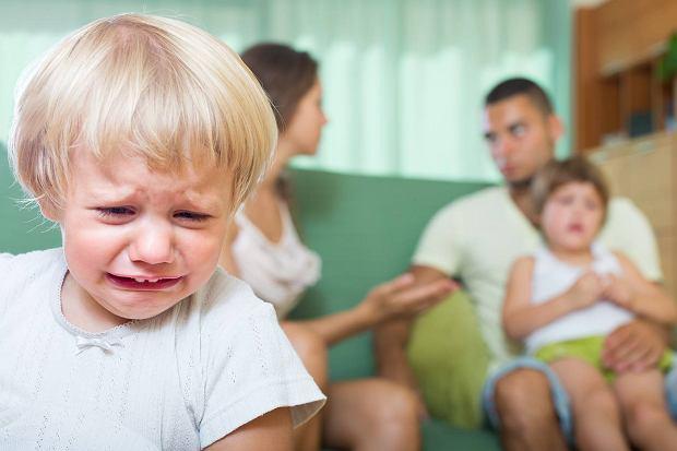 Nie dam ci! Jesteś głupia! Oddawaj! No i po ciszy. Jak reagować na kłótnie rodzeństwa?