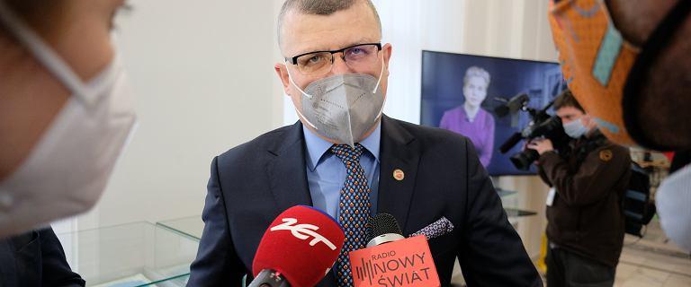 Dr Grzesiowski o szczepieniach drive-thru: Rodem z thrillera o pandemii