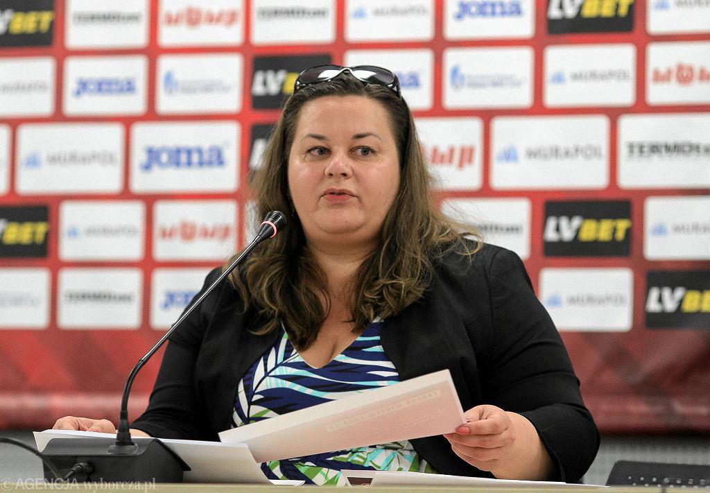 Martyna Pajączek podczas konferencji prasowej w Widzewie Łódź