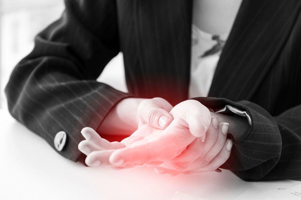 Drętwienie kończyn może być oznaką zawału czy udaru? Tak, ale również banalnej dolegliwości