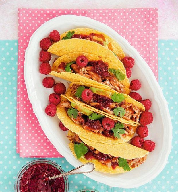 Tacos zszarpaną wieprzowiną imusem malinowym