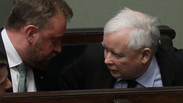 Prezes PiS Jarosław Kaczyński i minister zdrowia Łukasz Szumowski podczas debaty nad wnioskiem o wotum zaufania dla rządu PiS. Warszawa, 4 czerwca 2020
