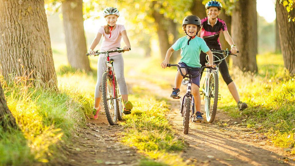 Rodzinna wycieczka rowerowa to znakomity pomysł na spędzenie wolnego czasu