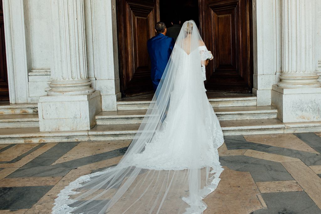 0Bride,With,Her,Father,Waiting,At,The,Door,Of,The